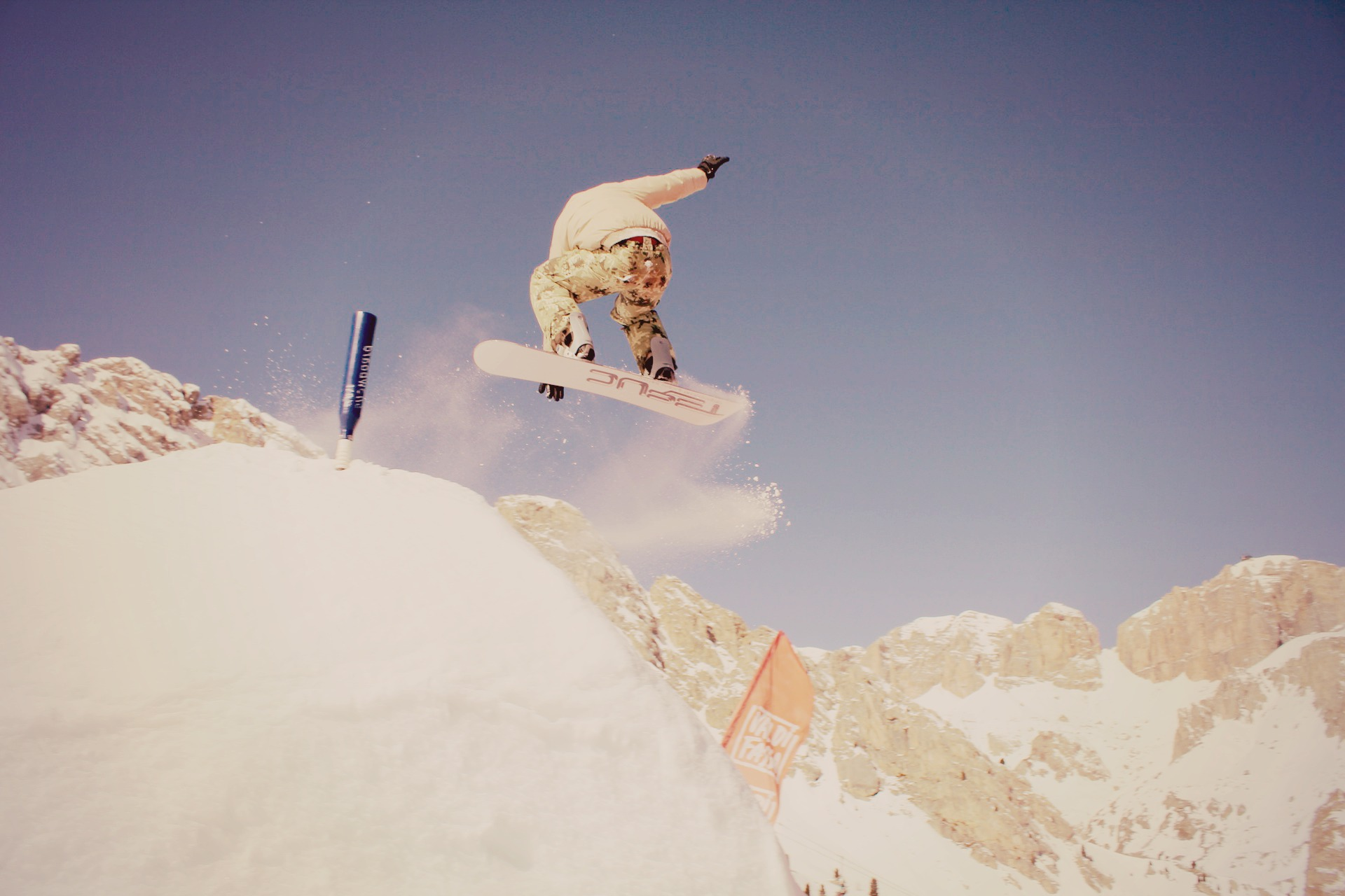 Choisir sa planche de snowboard dans les r gles de l 39 art for Quelle planche a decouper choisir